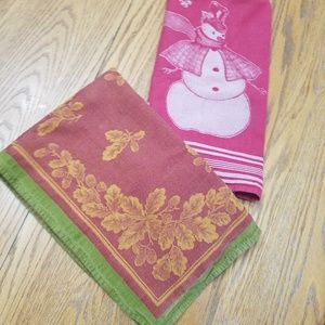 Preowned Large Holiday Kitchen Towels